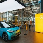 Image for the Tweet beginning: Volkswagen opens first 'store' to