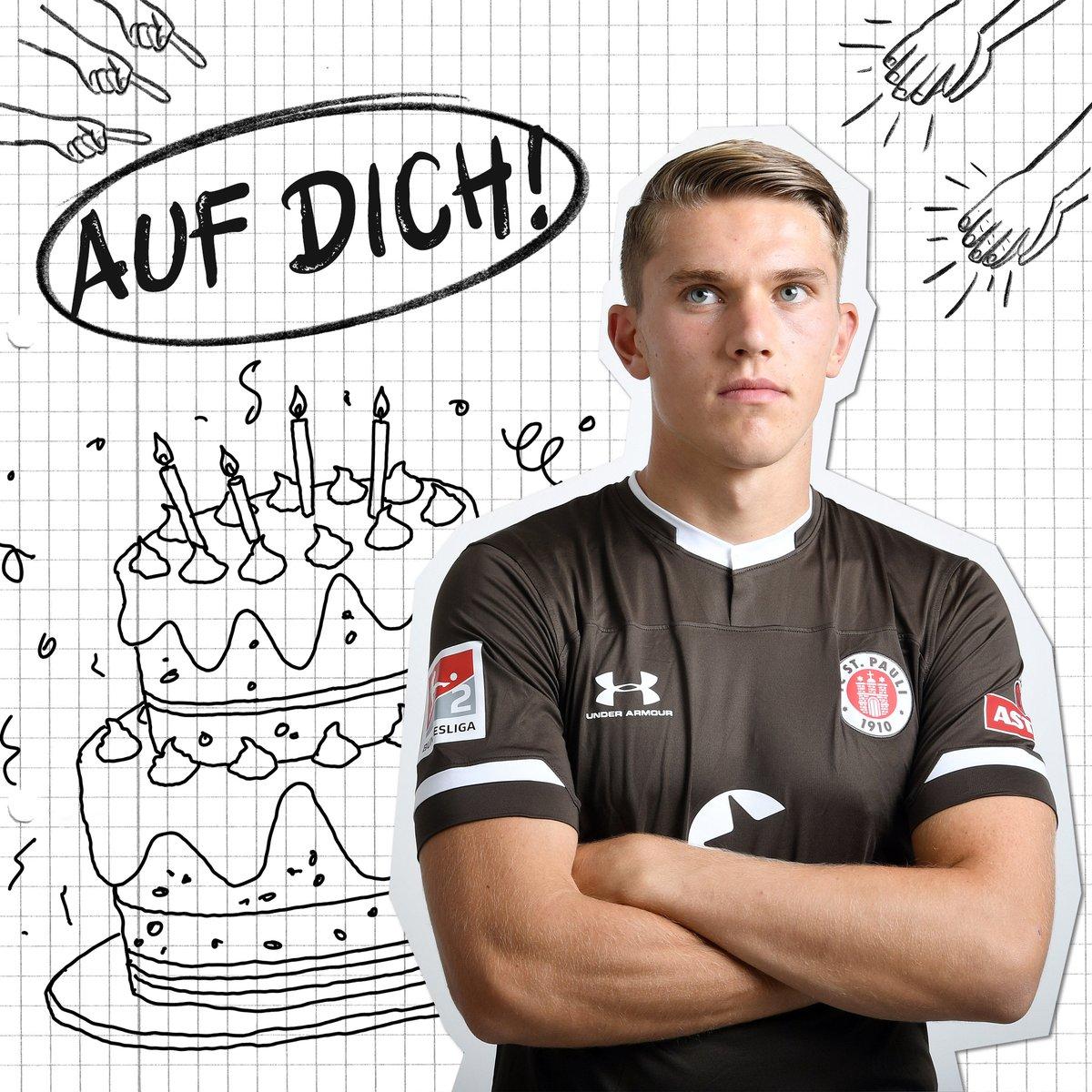 Hurra! Hurra! Hurra! 🎶 Viktor #Gyökeres fyller år idag. Grattis på födelsedagen! 🎉 Alles Gute zum, 2️⃣2️⃣. Geburtstag, Viktor! 🎂🎁 #fcsp | #HappyBirthday