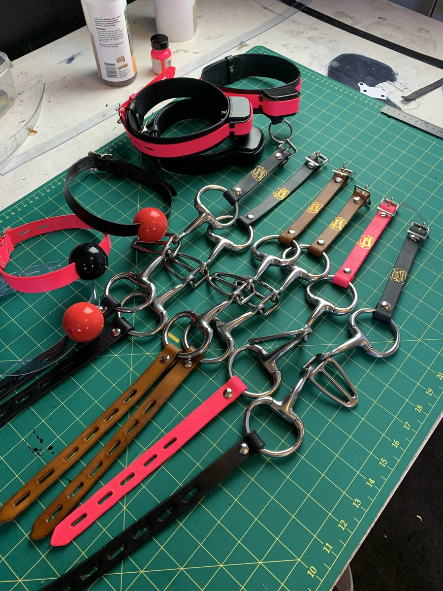 So Many gags going out today. #gags #ballbag #fancysteel #fancyleather #kink #handmade #sextoyspic.twitter.com/Om2JXlRlxy