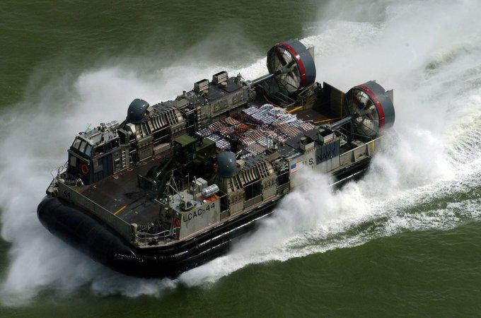 الجيش الأمريكي يطور تكتيكا جديدا لشن هجمات خاطفة من البحر EZpz6j7WAAQgQho?format=jpg&name=small
