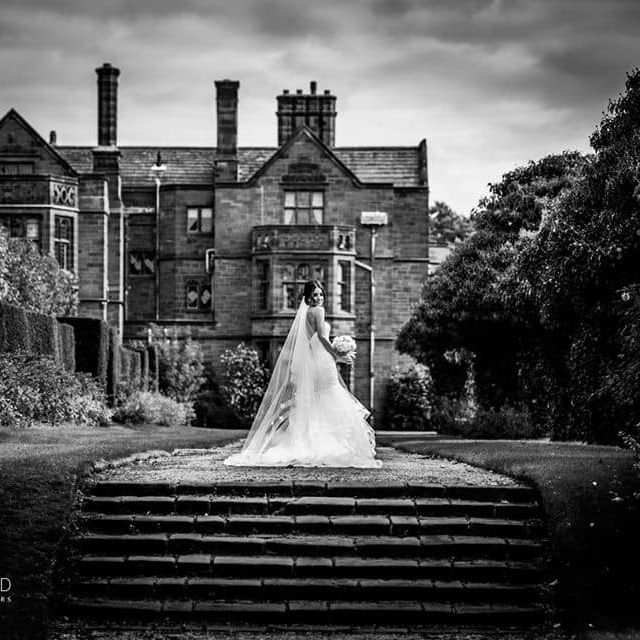 We are loving this dramatic bride portrait by @Staceyoliver13   Find out more about her wedding services at http://www.yourcheshiremerseyside.wedding/supplier/az/24188/stacey-oliver-photographer… #weddingphotographer #weddingphotography #cheshire #merseyside #weddingday #weddinginspo #liverpoolpic.twitter.com/ZL6wOahTfC