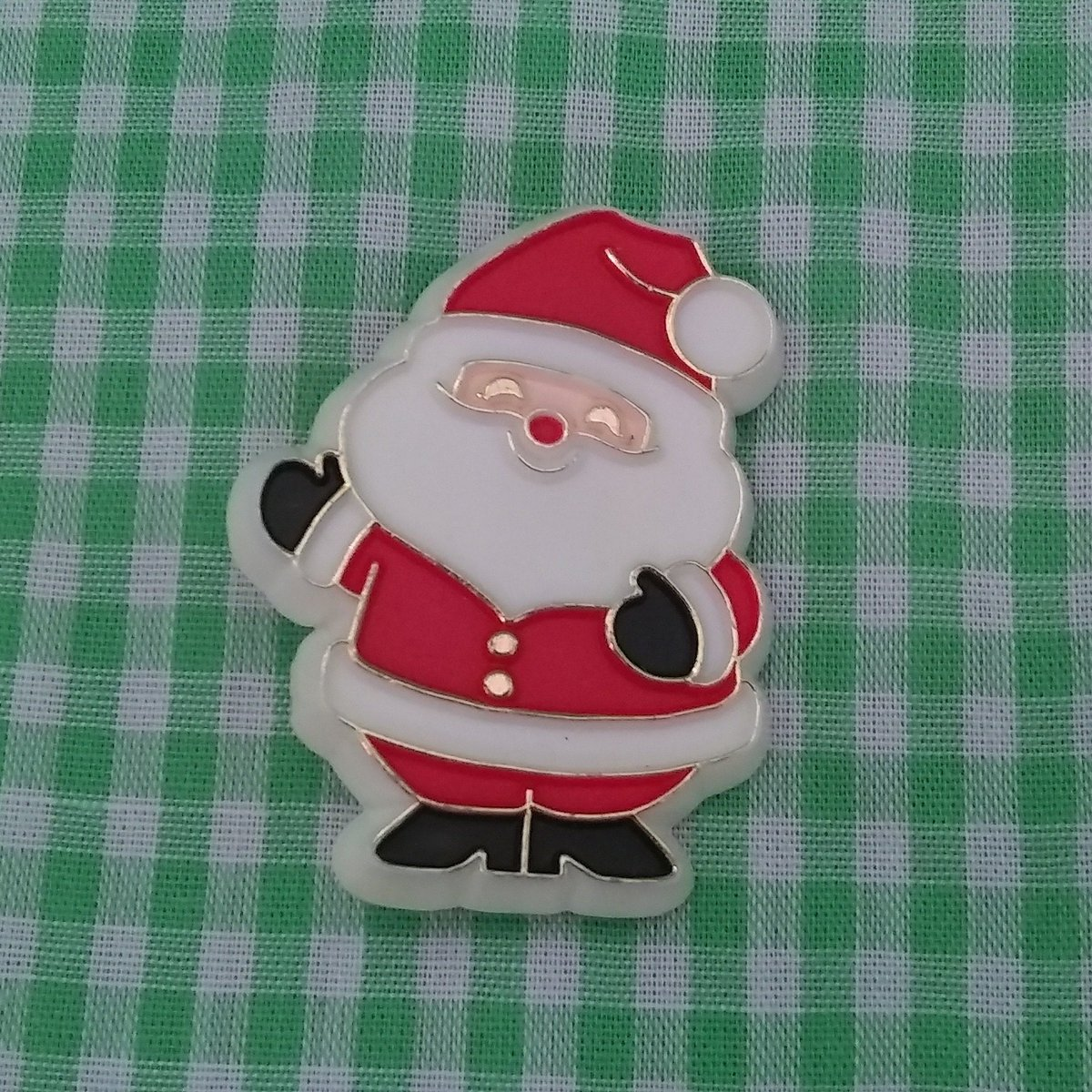 Vintage Santa Claus Brooch or Pin 1981 Hallmark Christmas Jewelry  #white #christmas #red #plastic #santaclaus #santapin #santabrooch #vintagesantaclaus #stnicholas