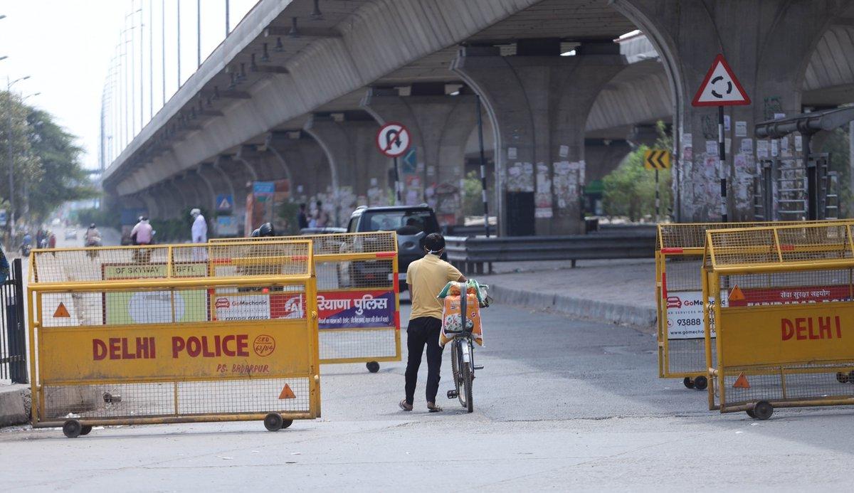 अनलॉक-वन में दिल्ली और आसपास के इलाकों के औद्योगिक क्षेत्र की फैक्टरियां खुलने लगी हैं, लेकिन सीमा सील होने की वजह से फैक्टरियों में काम करने वाले मैनेजर और कर्मचारी काम पर नहीं पहुंच पा रहे हैं जिससे कारोबारियों की परेशानी कम होने के बजाय बढ़ती जा रही है। #unlock1