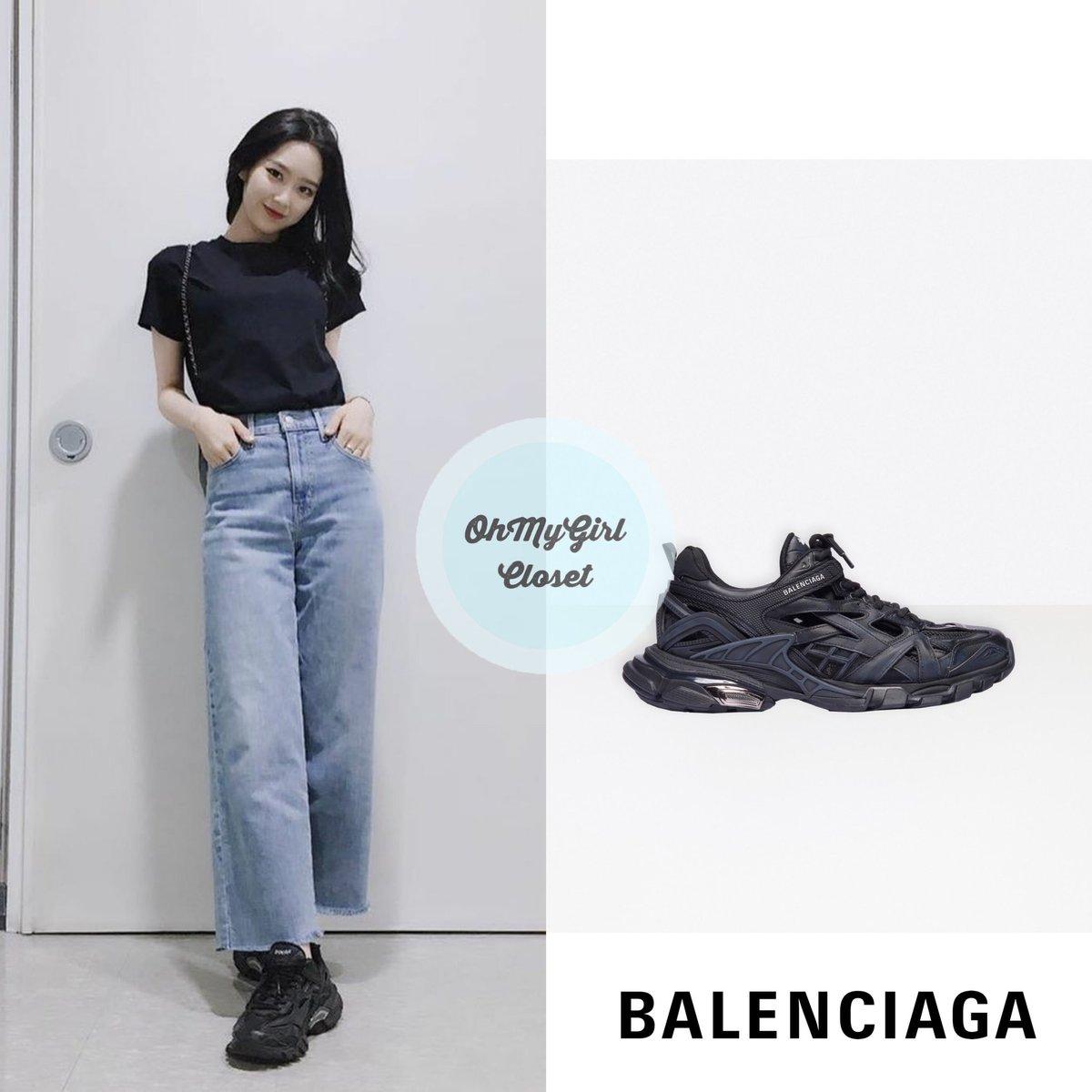 200601 #Jiho - instagram update wearing  Balenciaga - track 2 sneakers $975 #ohmygirl_balenciaga #omgc_jiho  #OHMYGIRL #NONSTOP #지호 #오마이걸 #살짝설렜어 #ohmygirlfashion #ohmygirlstyle #ohmygirlcloset #퀸덤 #Queendom pic.twitter.com/0DtCxXny7e