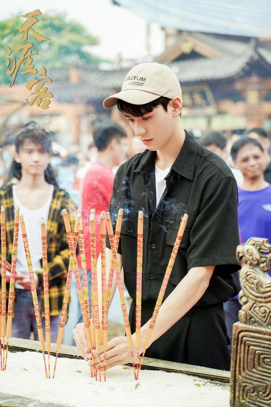 "EZqJ42YXQAEJLVj?format=jpg&name=large Zhang Zhehan and Gong Jun To Star in ""Tian Ya Ke"", the Drama Adaptation of BL Novel ""Faraway Wanderers"" by Priest"