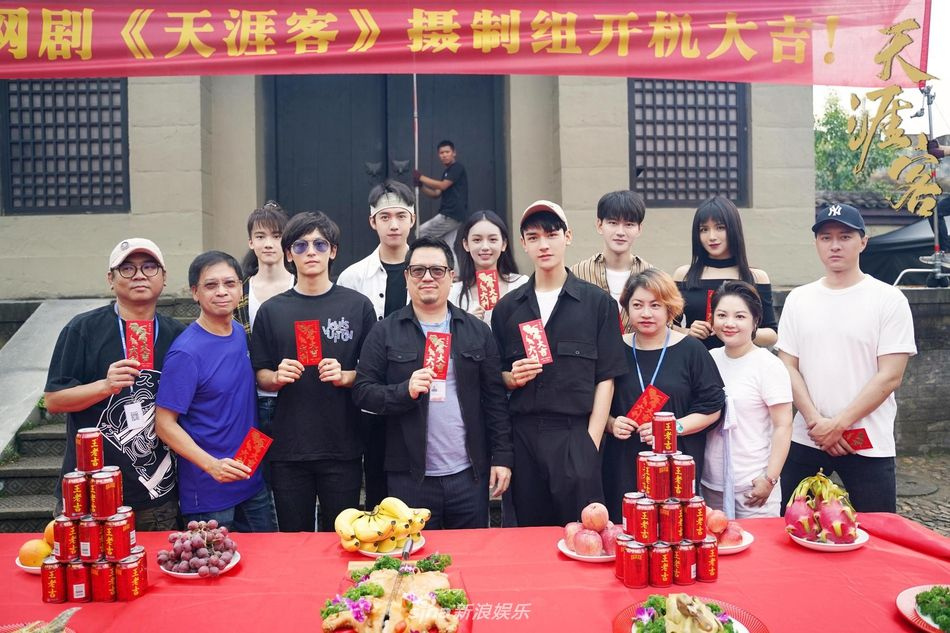 "EZqJ42dXsAMC40P?format=jpg&name=medium Zhang Zhehan and Gong Jun To Star in ""Tian Ya Ke"", the Drama Adaptation of BL Novel ""Faraway Wanderers"" by Priest"
