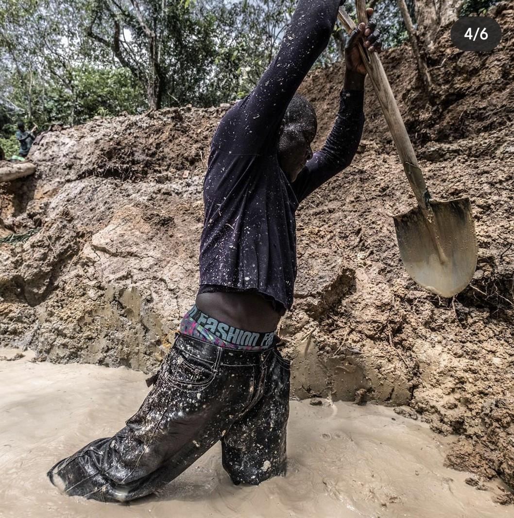 Diamond Mining in Koidu , Sierra Leone 💎 📸@tommy.trenchard   #ipctravel #yourguidetosierraleone #sierraleone #facesofsierraleone #africa #westafrica #koidu #diamondmining #insideafrica #placestovisit #discoversierraleone #travel #miningsite #diamond #Salone #salonetwitter https://t.co/5bmrGXQvww