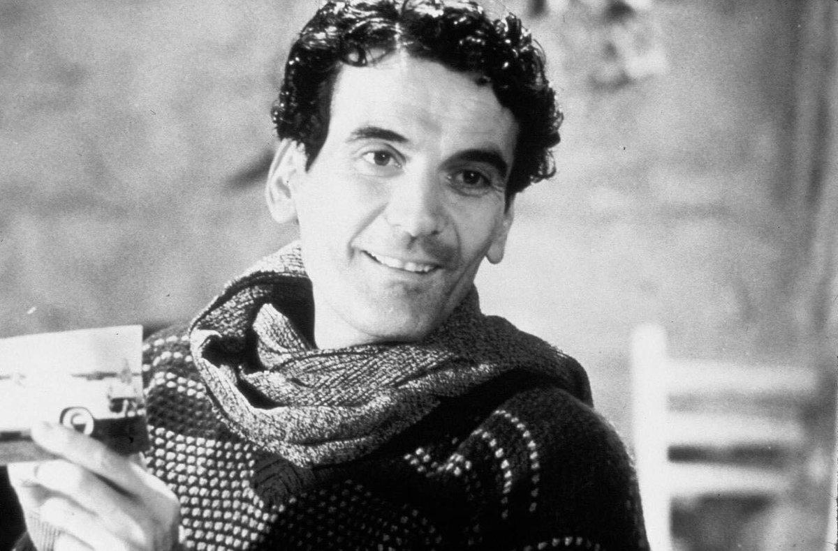RT @InternoPoesia: «La poesia non è di chi la scrive, è di chi gli serve».  26 anni senza Massimo Troisi ❤️ https://t.co/1bOfvOXy2G
