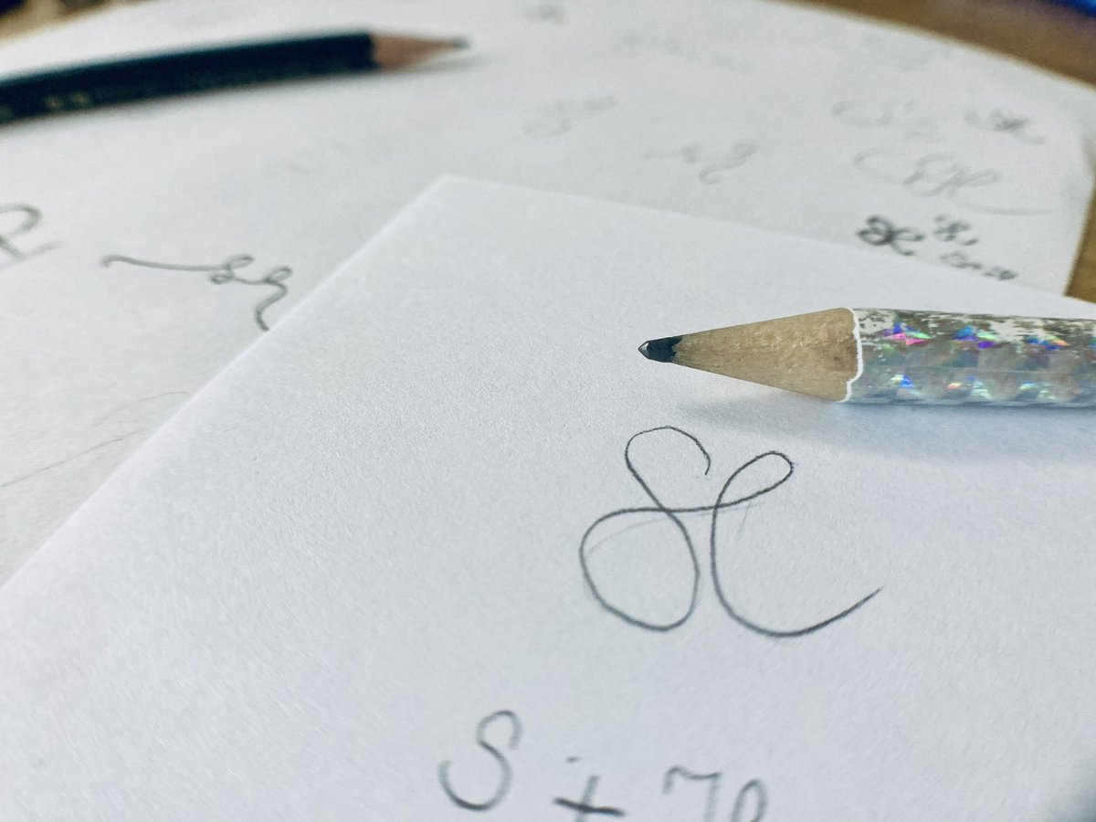 """#Vorarbeit und erste #Ideen zu einem #Logo-#Redesign. Zunächst #oldschool mit Bleistift&Papier 😉 #Blogartikel """"#Redesign"""":  #Logogestaltung #logodesign #logoerstellung #logoentwicklung #grafikdesign #corporatedesign #grafikbüro #initiallogo #ideenfindung"""