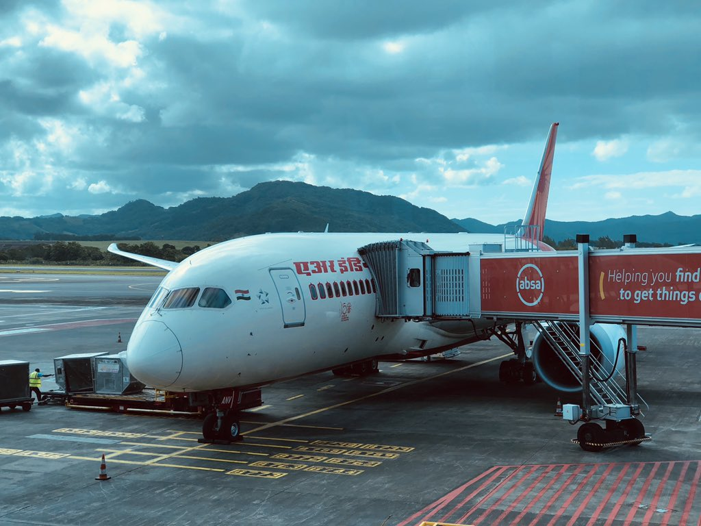 #VandeBharatMission Flying across Indian Ocean 🌏 Welcome @airindian ✈️ Second special flight in Port Louis Ready to carry stranded Indians back to Mumbai Also brings Mauritians back Helping each other during #Covid19 #IndiaMauritius 🇮🇳🤝🇲🇺