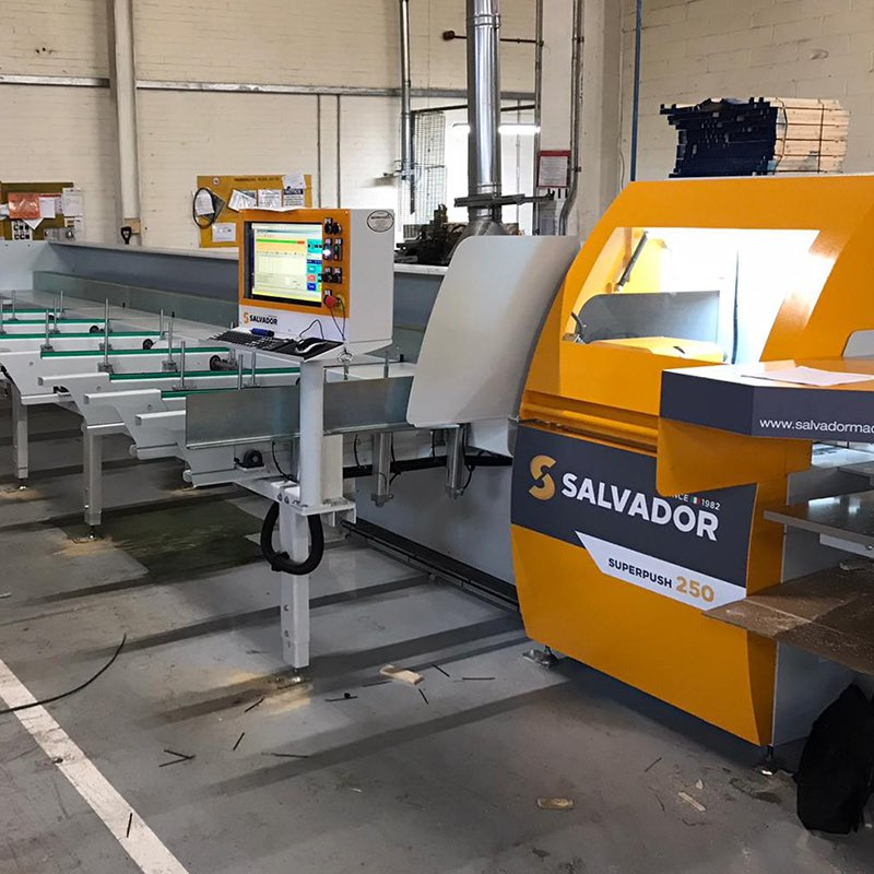 Installation at pallet manufacturer - Salvador SuperPush 250 optimising crosscut saw with automatic chain infeed, return outfeed and waste trap door feeding a Weima shredder for  ultimate efficiency. #salvador #crosscutsaw #crosscutting #palletproduction  #weimashredderspic.twitter.com/CsLbaWRgbD