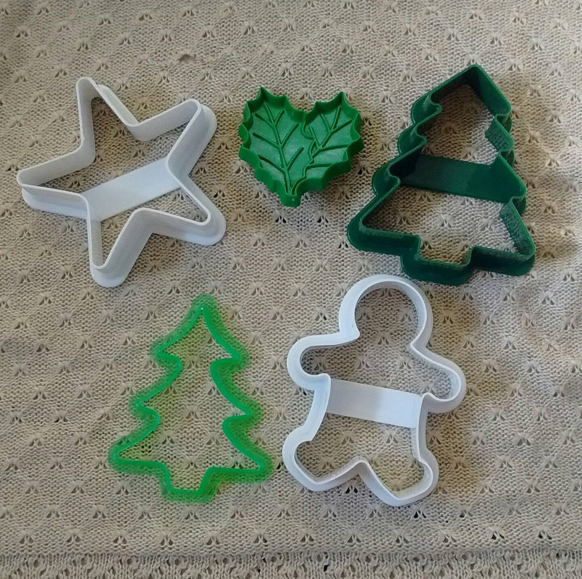 Vintage Christmas Cookie Cutter Collection, Tree, Gingerbread Man, Star, Holly by Hallmark, Acme, More Nice Lot  #baking #white #green #christmas #hallmark #cookiecutters #teamwwes #vintage #
