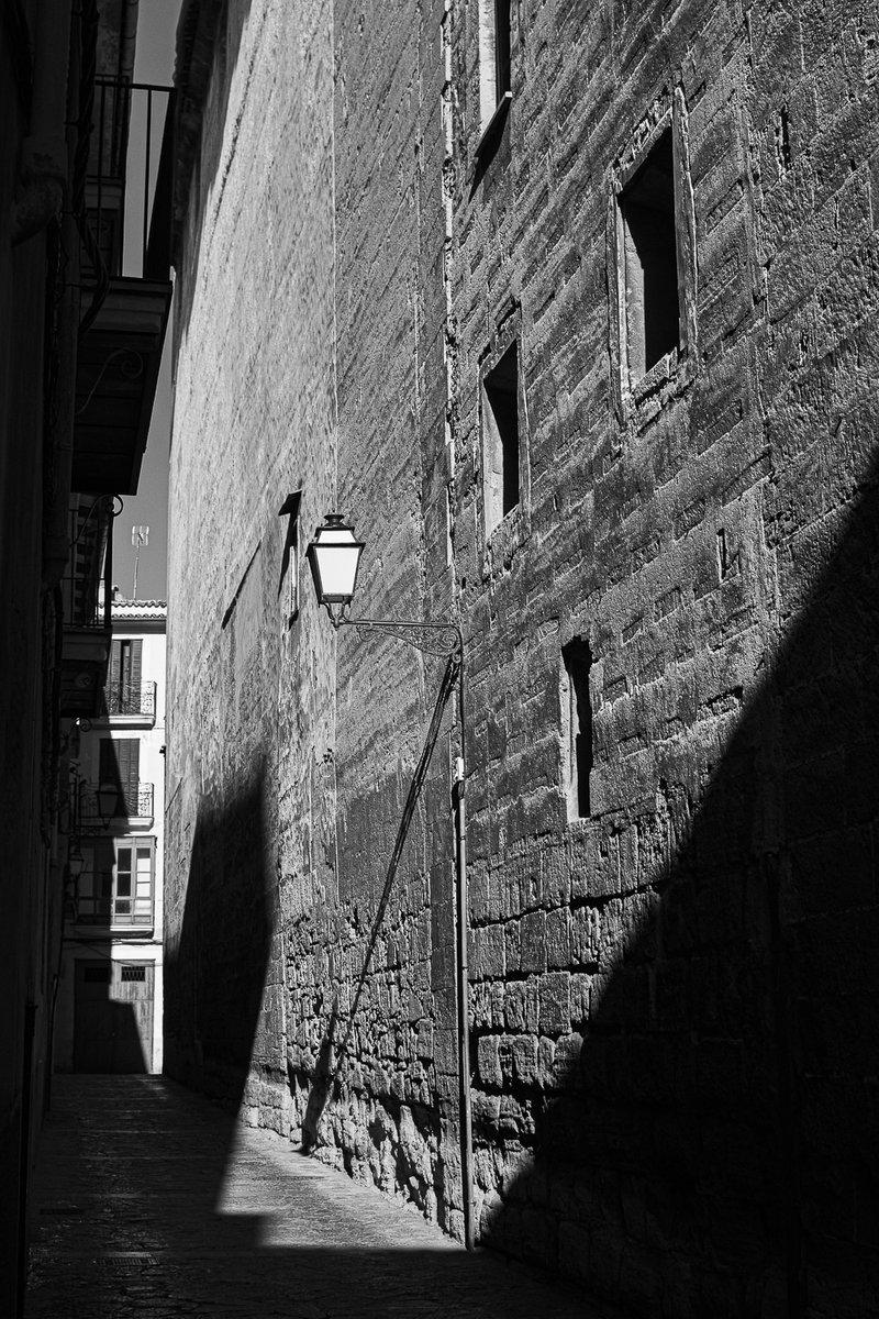 Siempre hermoso carrer del Vent. #CiutatIntima #Ciutat #PalmaIntima #Palma #Canamunt #Carrer #Mallorca #Baleares #fotografía #blackandwhite #photography #blackandwhitephotography #streetphotography #bw #monochrome #monochromephotography #bnwphotography https://t.co/orIsGd7sCB