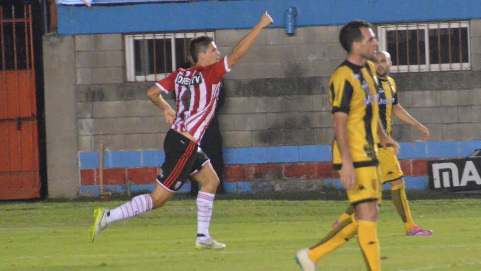 ¿Un agregado? 🤔  🔥 El delantero marcó los dos goles de la remontada de su equipo 🔥  ✏️ FICHA DEL PARTIDO:  https://t.co/ngI3LzounI https://t.co/mOK952pH2z