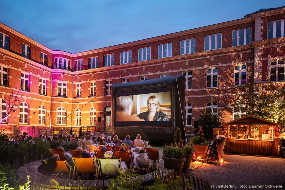 The outdoor #cinemas offer - with distance - great films under the starry sky again  #Berlin #Berlinreopenspic.twitter.com/mtQXTd8BTK