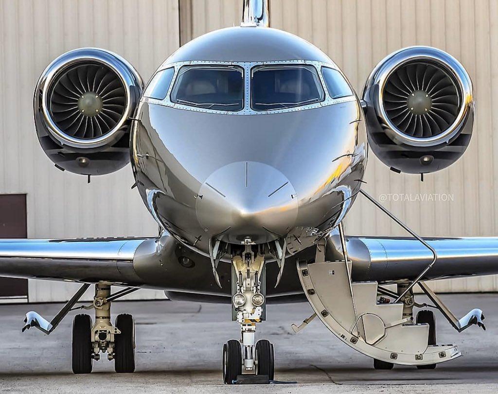 #BusinessJets @ totalaviation ® Face to face #〰〰〰〰〰〰〰〰〰〰〰〰〰 #Bombardier #Challenger #CL350 #〰〰〰〰〰〰〰〰〰〰〰〰〰 #instagramaviation  #megaplane #BusinessAviation #FlyPrivate #PrivateJet  #CharterJet #BizJet  #Flight #Luxury #Travel #EmptyLeg https://t.co/QZ1luiomq4