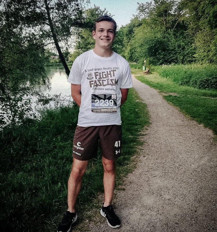 Unser eFootballer Moritz hat den Lauf gegen Rechts der Marathon-Abteilung schon absolviert und ein starkes Zeichen gegen Rassismus gesetzt. Sei auch Du noch den ganzen Juni dabei. Dieses Jahr individuell und egal wo. Zur Anmeldung 👉🏻fcsp.in/lgrtw #fcsp | #lgr2020