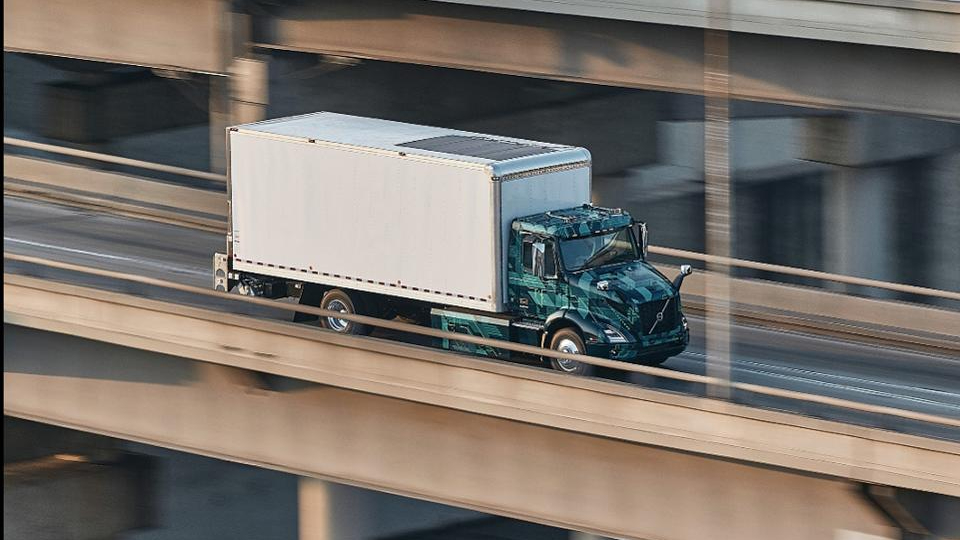 The trucking industry is embracing change and moving to electric vehicles: https://t.co/mGtWoNrOAr https://t.co/XBoVAGzIbO