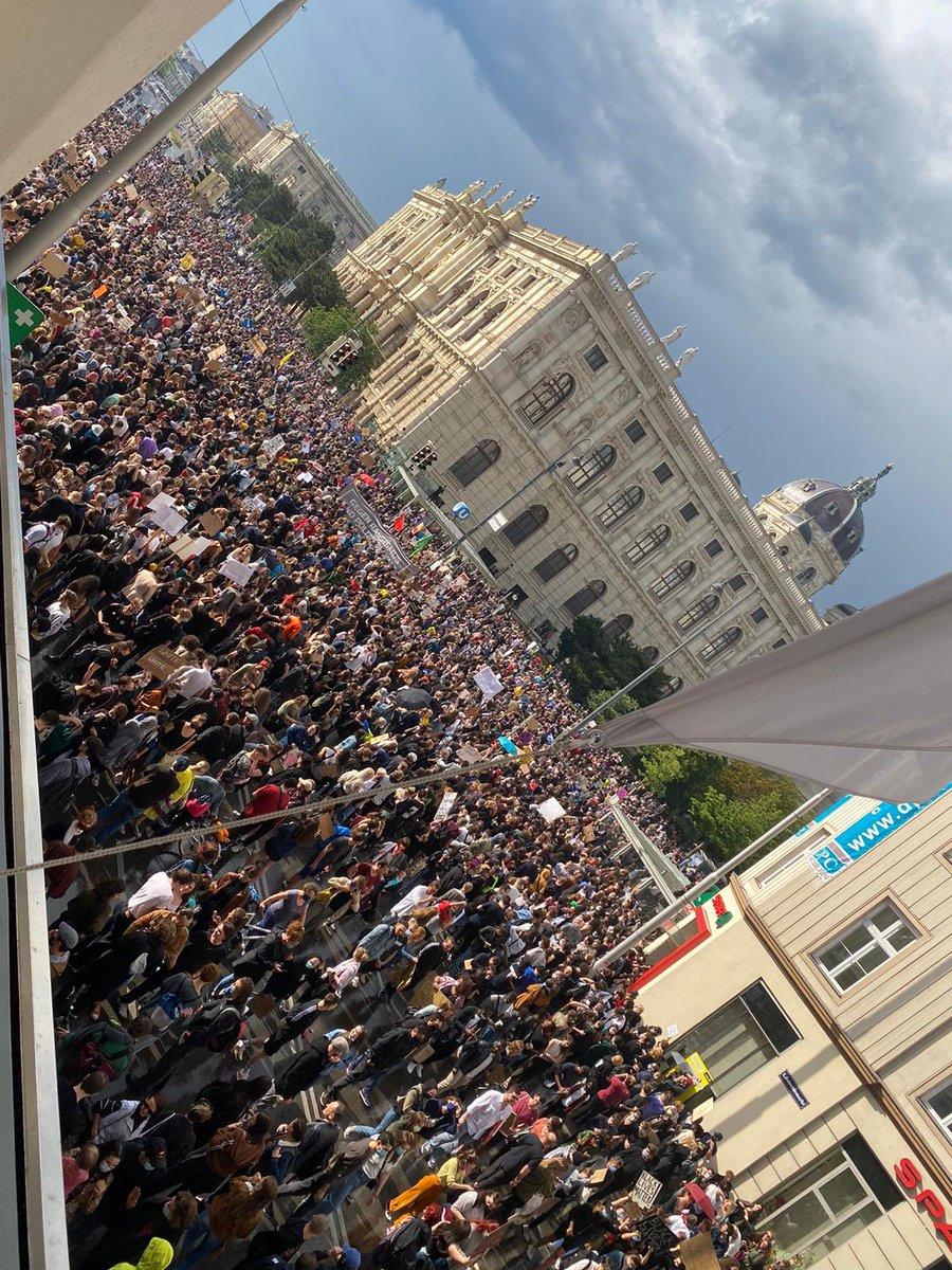 Live protests from Vienna, Austria #BlackLivesMatter #Austria #Wien #Viennapic.twitter.com/MsxAC5CdD2