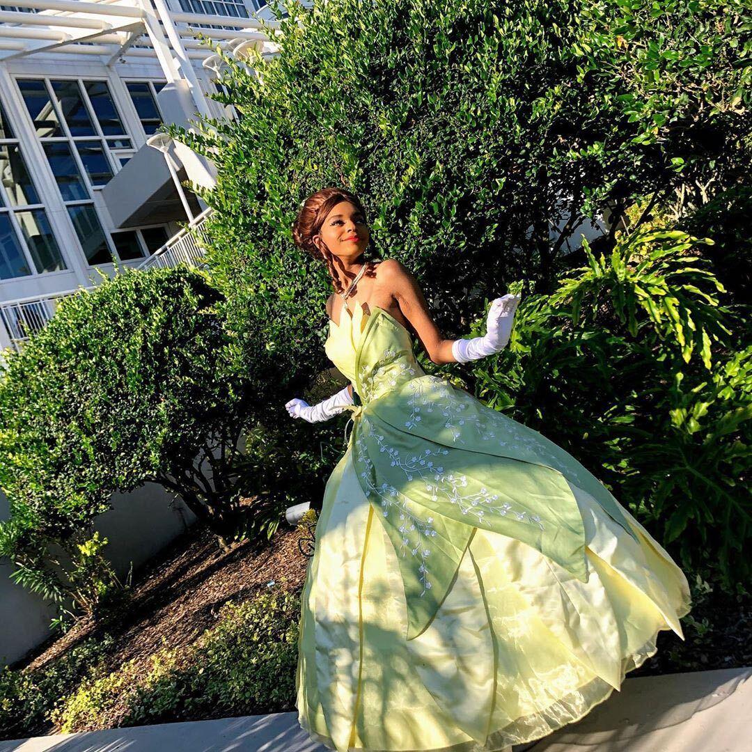 #disneythursday  @/disableddee (IG) looking absolutely radiant as Princess Tiana! Wig: Matilda in Dark Brown #disney #disneycosplay #princesstiana #princessandthefrog #tiana #cosplay #disneyprincesspic.twitter.com/3I7cCgUScp