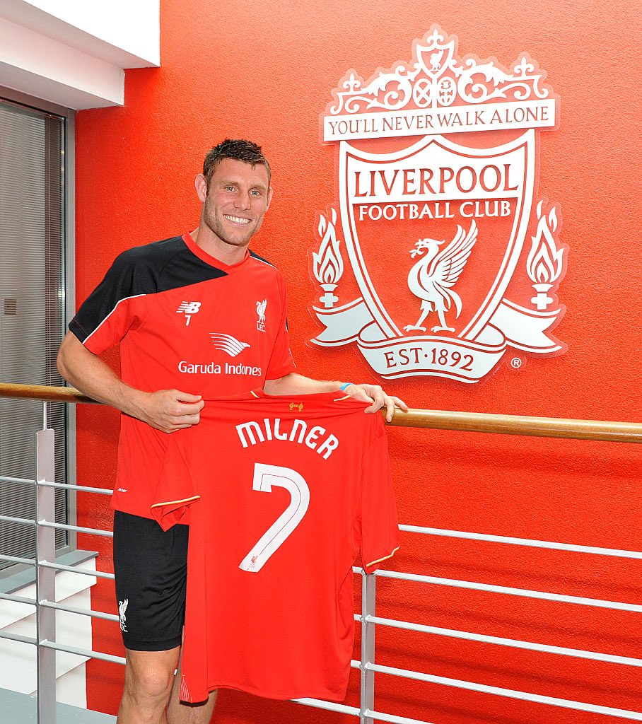 Amazing five years at @LFC, looking forward to the next five 😜 #YNWA twitter.com/LivEchoLFC/sta…