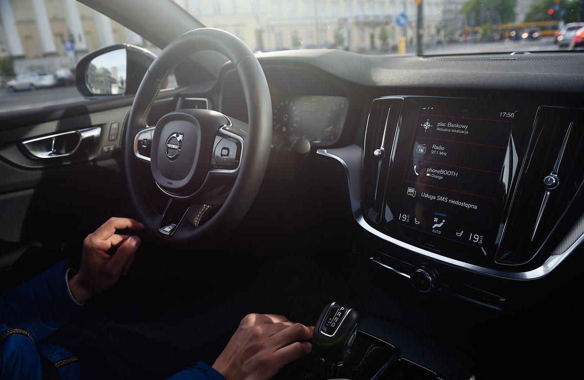 Czyste powietrze na telefon. Dzięki Volvo On Call zdalnie oczyścisz powietrze w kabinie przed wejściem do auta.   Weź głęboki oddech i poznaj szczegóły: https://t.co/gVuMRb9dT2 https://t.co/qO1QndywPQ