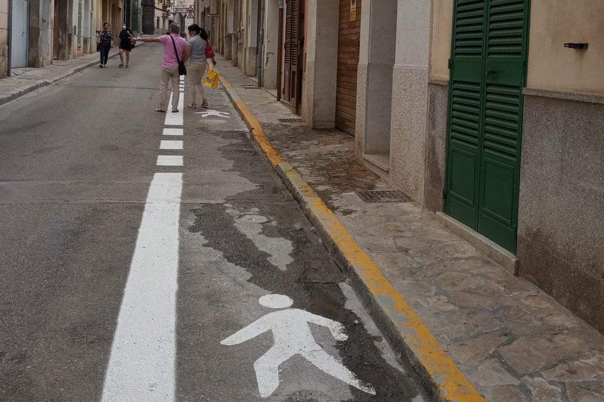 😷@incaciutat pren mesures contra COVID al carrer! 😅@vianantsinca havia presentat una petició per l'ampliació de voreres. 👏Bona feina a tots dos! @FELIB_info @Virgilio_Moreno Sebastià Oriol  Vianants en Lluita es compon d'una xarxa de plataformes locals.   @hila , hello. https://t.co/jYa7dLx30G