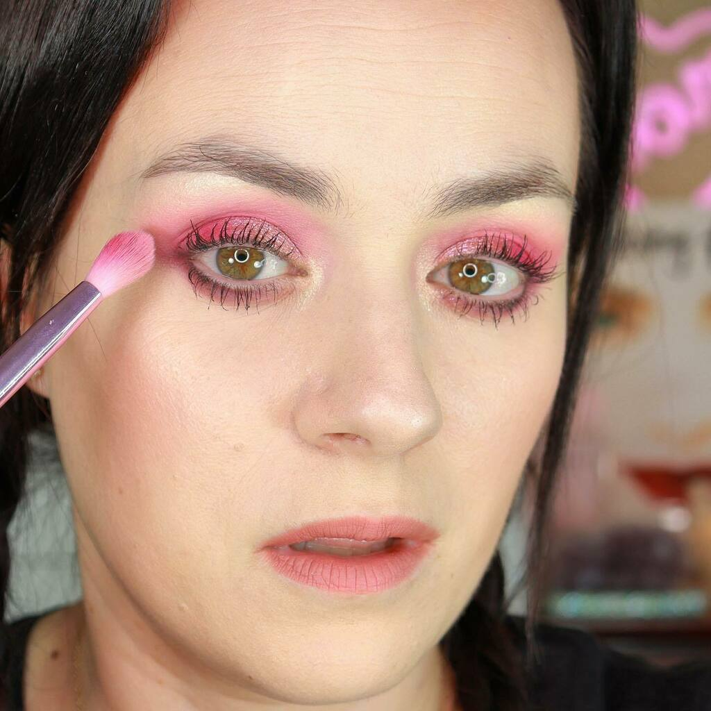DAY 7 OF KY MAKEUP CHALLENGE. Youtube Link in my Bio. #makeupchallenges #challenge #makeuptutorials #jaclynhillvolume2 #jaclynhill #morphebrushes @jaclynhill @morphebrushes https://instagr.am/p/CBBP84eA8nY/pic.twitter.com/p2DUiV31hw