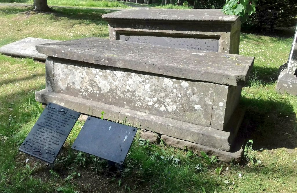 Slight deviation to my #WW1 tweets as St Mary's has historical links to #DHLawrence and #CaptainCook's ships doctor who is buried here, Benjamin Drawwater.  #StMarysChurch #Greasley #Nottinghamshire  #WW1 #LestWeForgetpic.twitter.com/JUA0U4yt7M