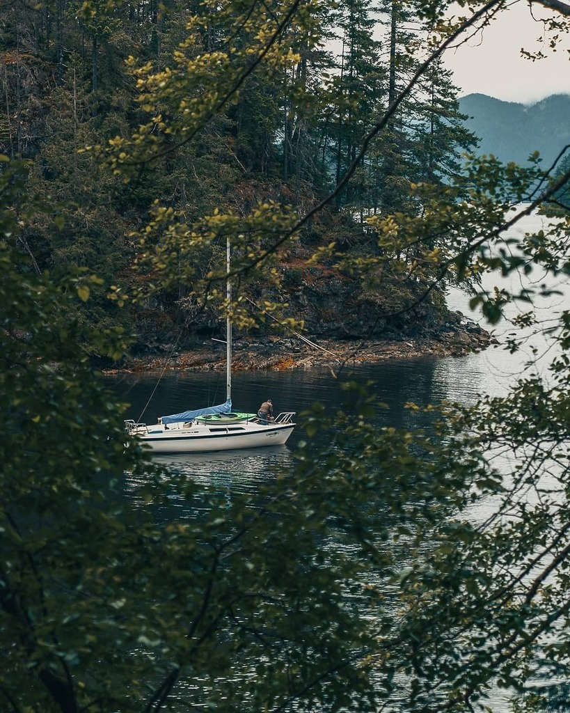 While the idea of a boat is exciting for the possibilities it offers for freedom a d exploration, I'm not sure I could deal with the always looming possibility of sinking 🧐  #pixelandlens #sonyalpha #explorecanada #imagesofcanada #canadasworld #staya… https://t.co/sjfuBD5zeI https://t.co/Fser3fz5cj