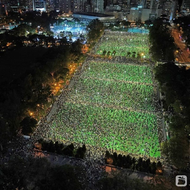 This year, it's illegal for Hong Kong residents to commemorate the Tiananmen Square massacre.   This happened anyway.  Their courage is staggering. https://t.co/cPs2XTKguK