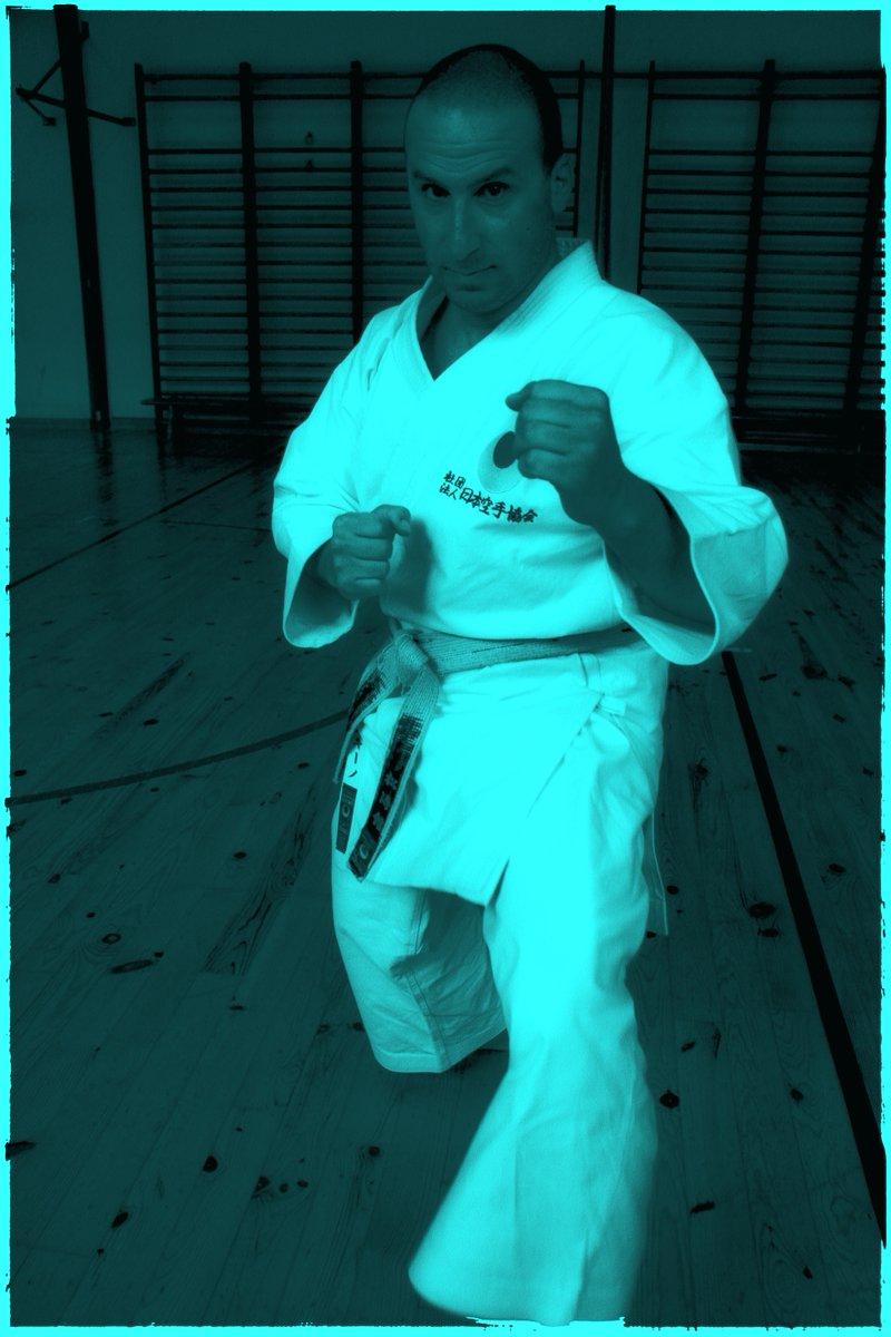 Tôkon (fighting spirit / l'esprit du combat)  #tokon #fightingspirit #espritcombatif #kumite #karate #jka https://t.co/OUFxTh0oWG