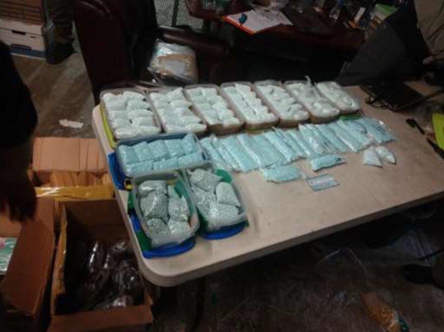 Ejército decomisa 7.8 kilos de marihuana y otro tipo de drogas