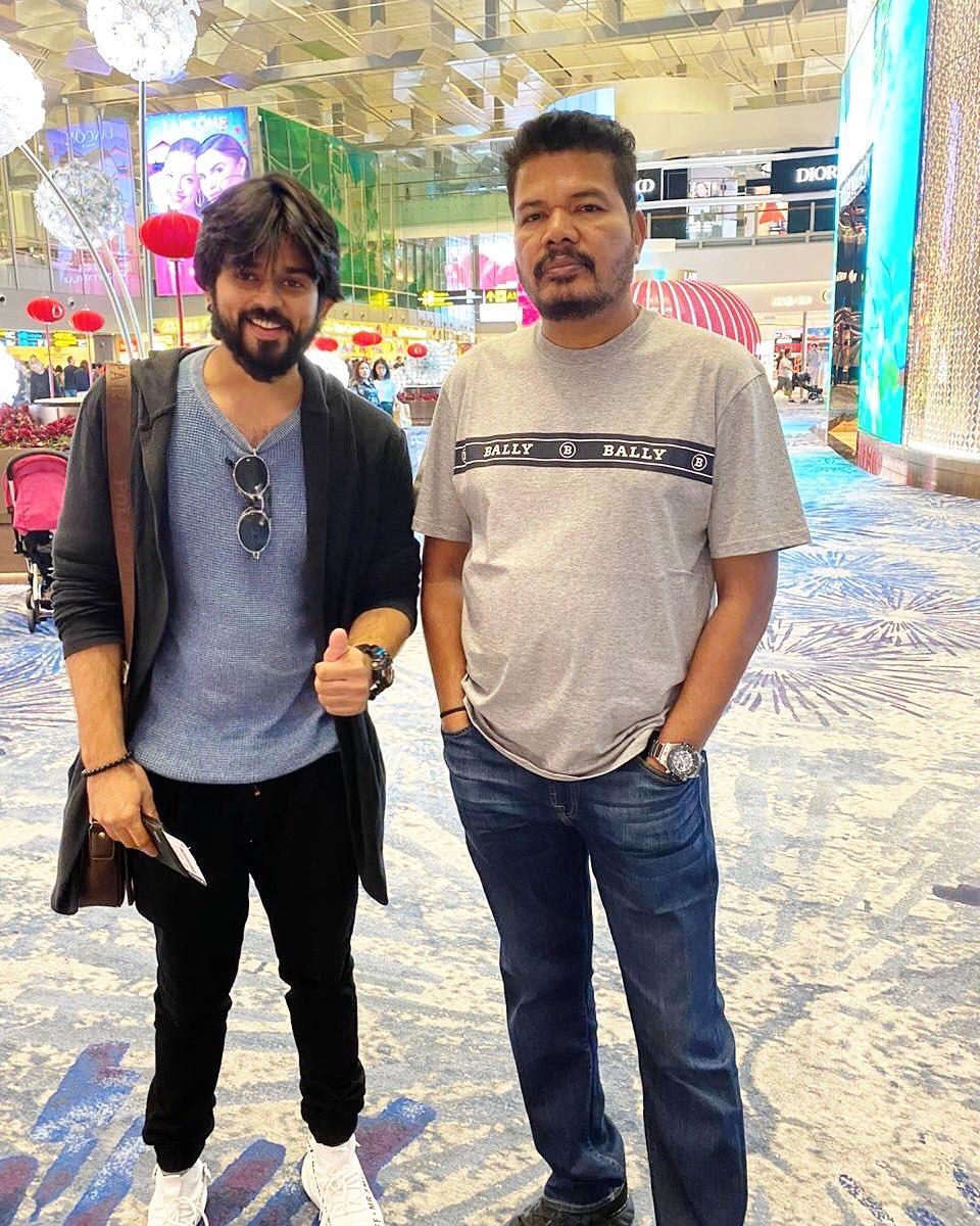 With this gentleman @shankarshanmugh   #directorshankar #2Point0 #Indian2 #hindustan2 #tamilmovies #KollywoodCinima #chennai #lyca #southindian #TamilCinema #KamalHaasan #shankar #atleepic.twitter.com/mrEeWgyXdM