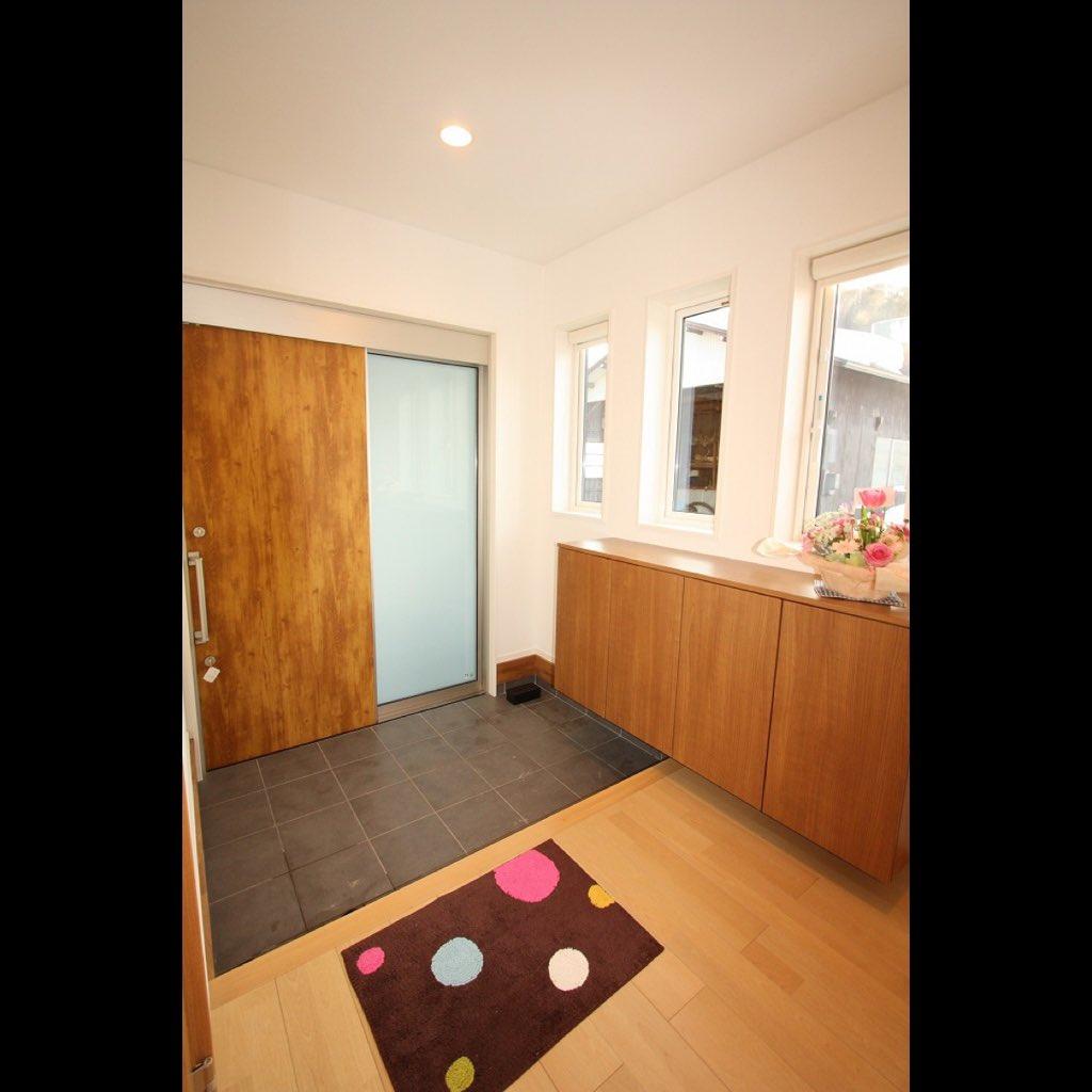玄関 広い 玄関の広さは3畳が良い?2畳では狭い?家族構成に合わせた広さを紹介
