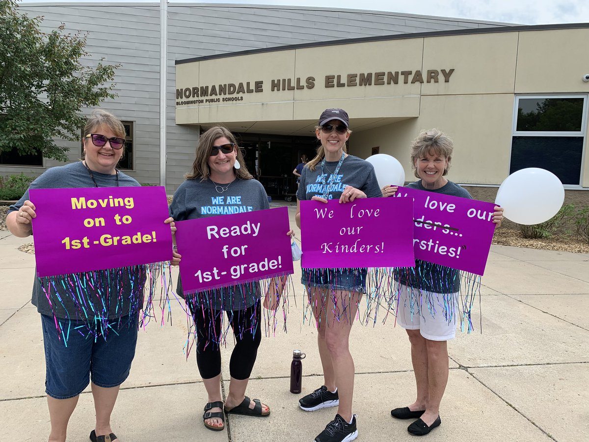 Thank you for coming to the NH Neighborhood Parade! We LOVED seeing you and your school spirit! We are Normandale Hills! @District271pic.twitter.com/XdASay0jrr