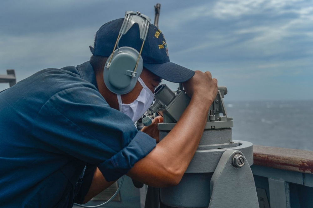 Sailors aboard @USPacificFleet guided-missile destroyer USS Russell #DDG59 station the #SeaandAnchorDetail as they traverse the Taiwan Strait. #ForgedByTheSea #NavalPresence #FreeandOpenIndoPacific. https://t.co/KyuGtTHlui