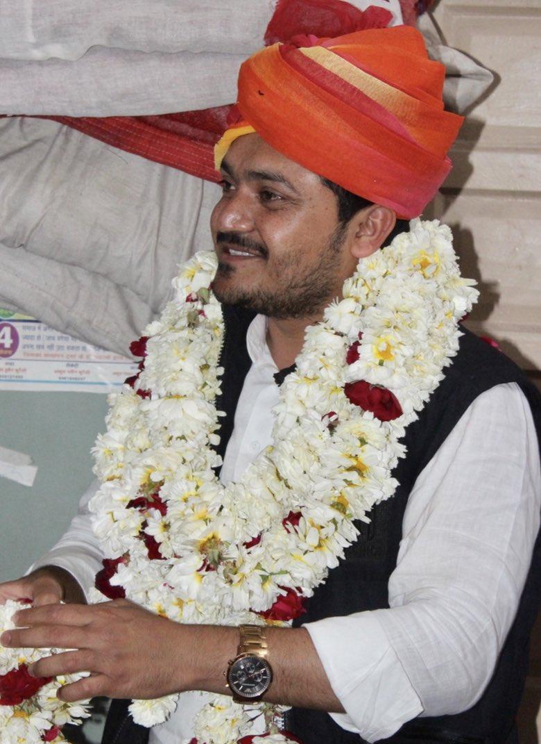 #राजस्थान की आन, बान और शान है पगड़ी बड़े बुजर्गों का स्वाभिमान है पगड़ी जिम्मेदारी और सम्मान का प्रतीक है पगड़ी #PagadiTwitter #SafaWithTwitter #Rajasthan @vishvendrabtp @thebharatpur