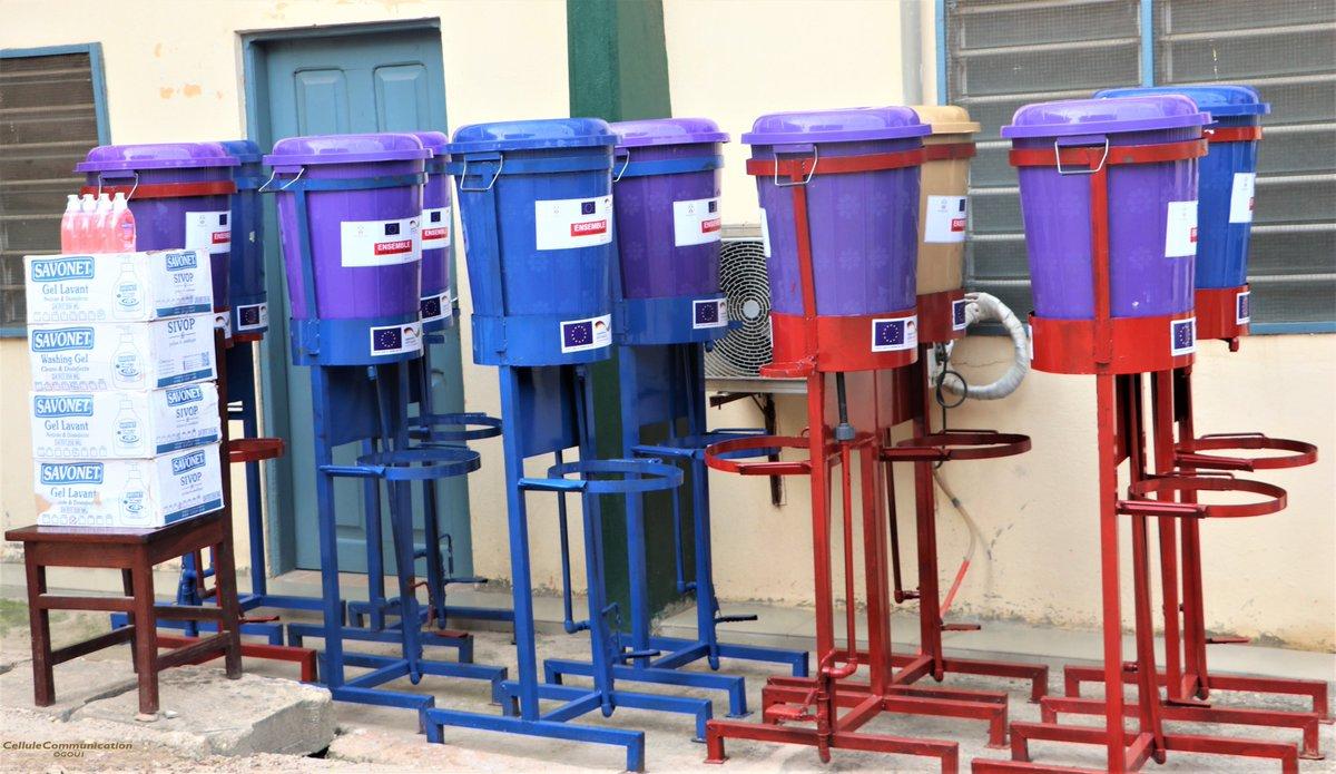 #Atakpame Appui du #ProDeGoL dans la lutte contre le #COVID19  Dispositifs de lave-mains et gels lavants réceptionnés ce 04 juin par le biais du @matdcltogo.  @AmbUETogo @giz_gmbh   #COMMUNEOGOU1 https://t.co/Za1sku0M0H