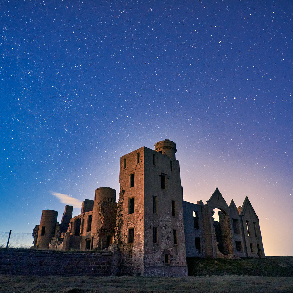 Slains castle under the stars.  #landscapephotography #naturephotography #outdoors #environment #nature #hiking #Scotland #highland #stars #astrophotography #castle #fortification #structure #tower #landmark #tourism #old #travel #historic #sky pic.twitter.com/bLYxSFPY5l