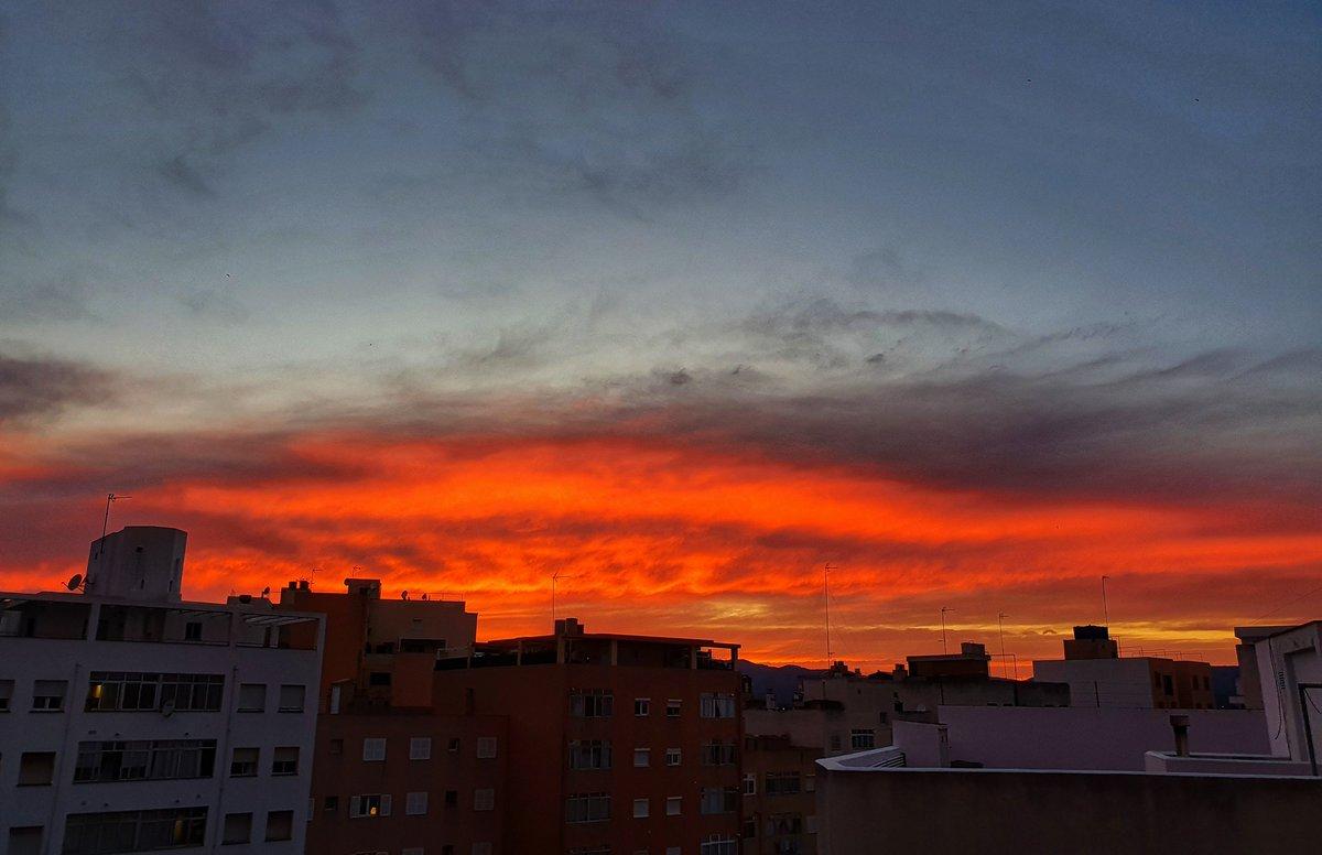 Sky on fire... #Palma #Mallorca #photography #myphotography #sky https://t.co/4yXWPNJt6E