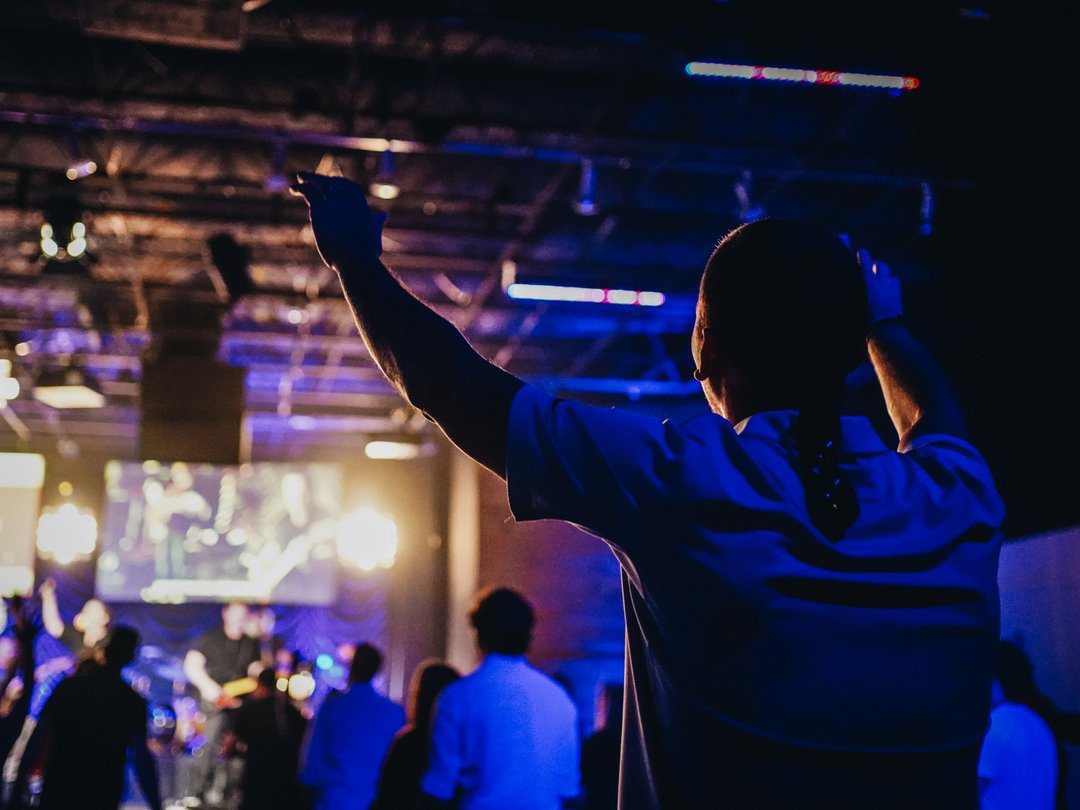 Worship is such a blessing! ⁣ ⁣ To know that no matter the circumstance, no matter the season, we have a way to connect and receive from our Heavenly Father.   What a blessing it truly is, to know that we are fully known and fully loved by Him! #kstn<br>http://pic.twitter.com/bN06wPX1NP