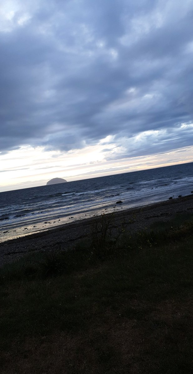 It's times like this you appreciate living in #Girvan- hills to one side and beach to the other, where else would you get that right on your doorstep?  #HomeSweetHome #InThisTogetherpic.twitter.com/By58p5MDhA