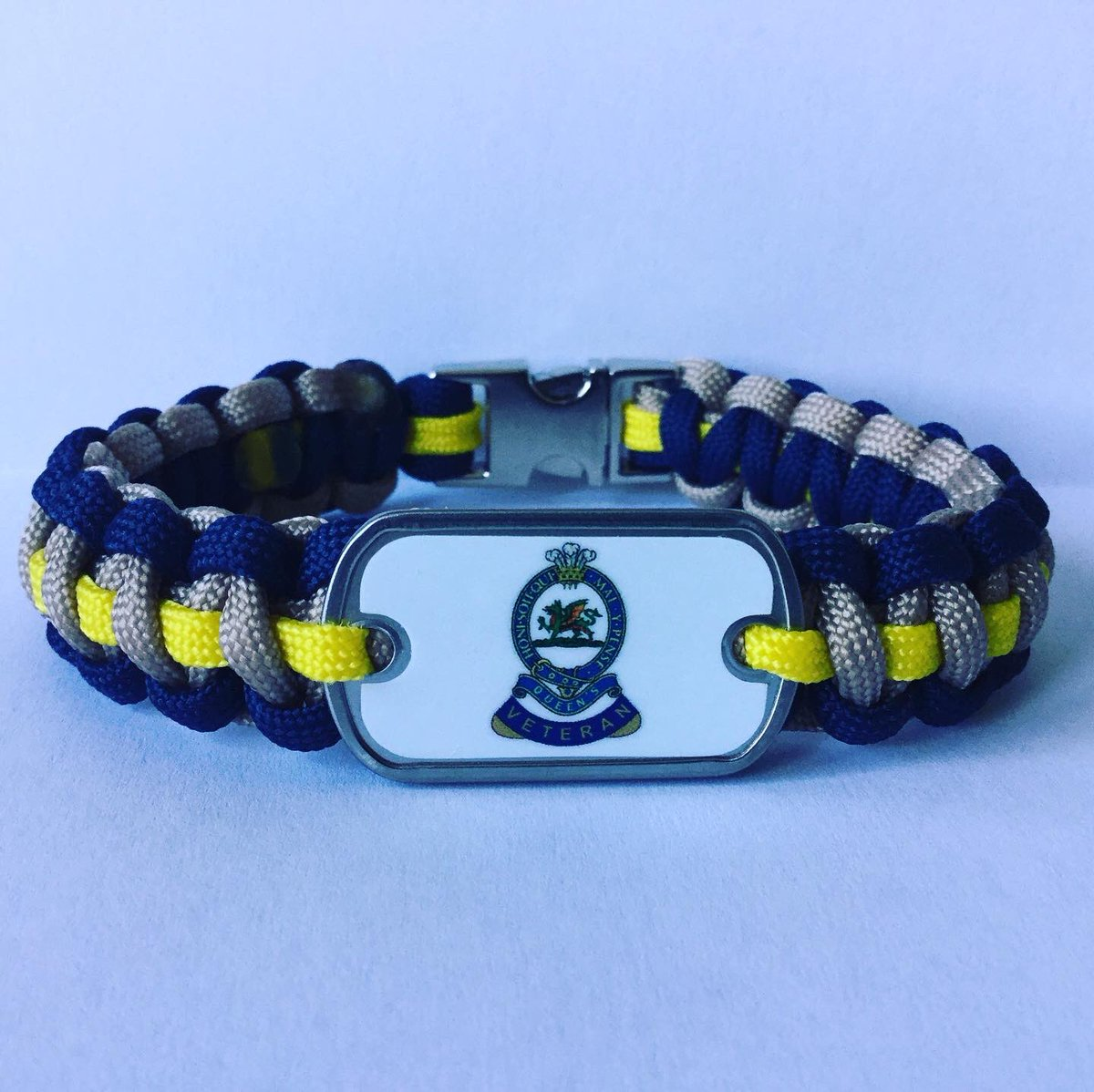 @QueensRegt #QueensRegt PARACORD BRACELET All my paracord bracelets are handmade by myself an ex Soldier who suffers from PTSD if anyone would like to support me or buy one of my bracelets please contact me directly for details #PTSD #MentalHealthAwareness #ItsOkNotToBeOk