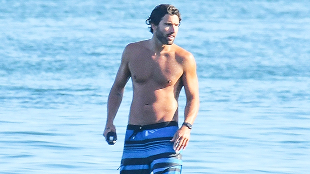 Brody Jenner went shirtless to surf the waves in Malibu -- and he looked good doing it! hollywood.li/XOEpWt8
