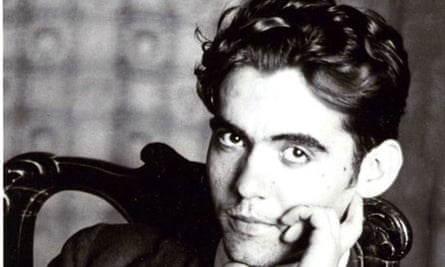 """""""The two elements the traveler first captures in the big city are extra human architecture and furious rhythm. Geometry and anguish."""" ✒  The great Spanish poet and dramatist #FedericoGarciaLorca was born #onthisday 1898. #Poetry #Theatre #Literature https://t.co/3wQT1OYq7Q"""