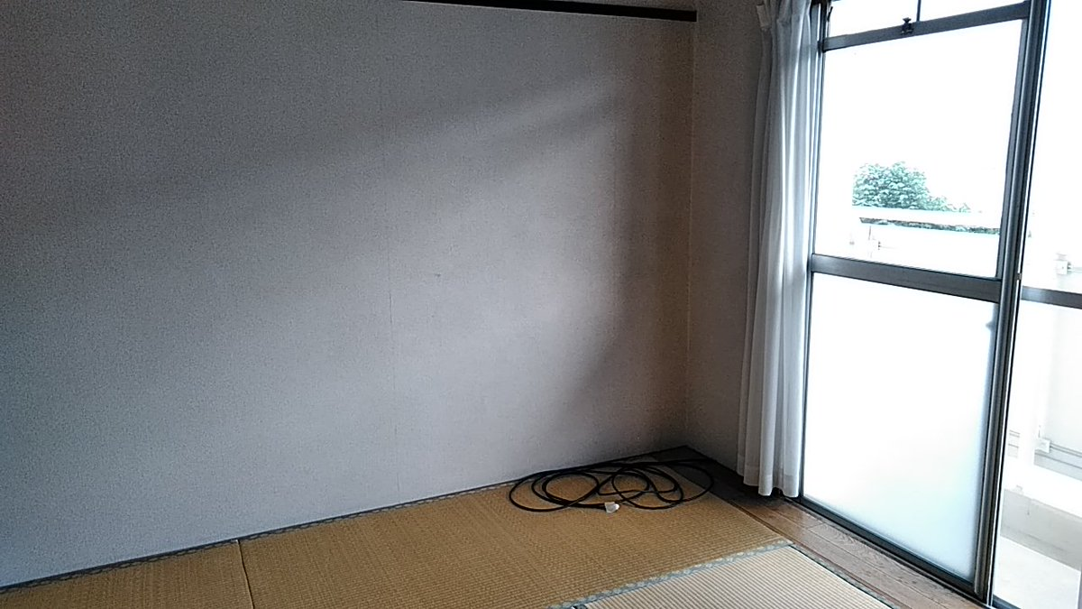 Hayashisukumo على تويتر スチームクリーナーで壁紙のお掃除 いくつかの部屋を掃除 したけどビニールに近い素材のほうが汚れが落やすいみたい 別の言い方をすると安い壁紙のほうがきれいになるっぽい