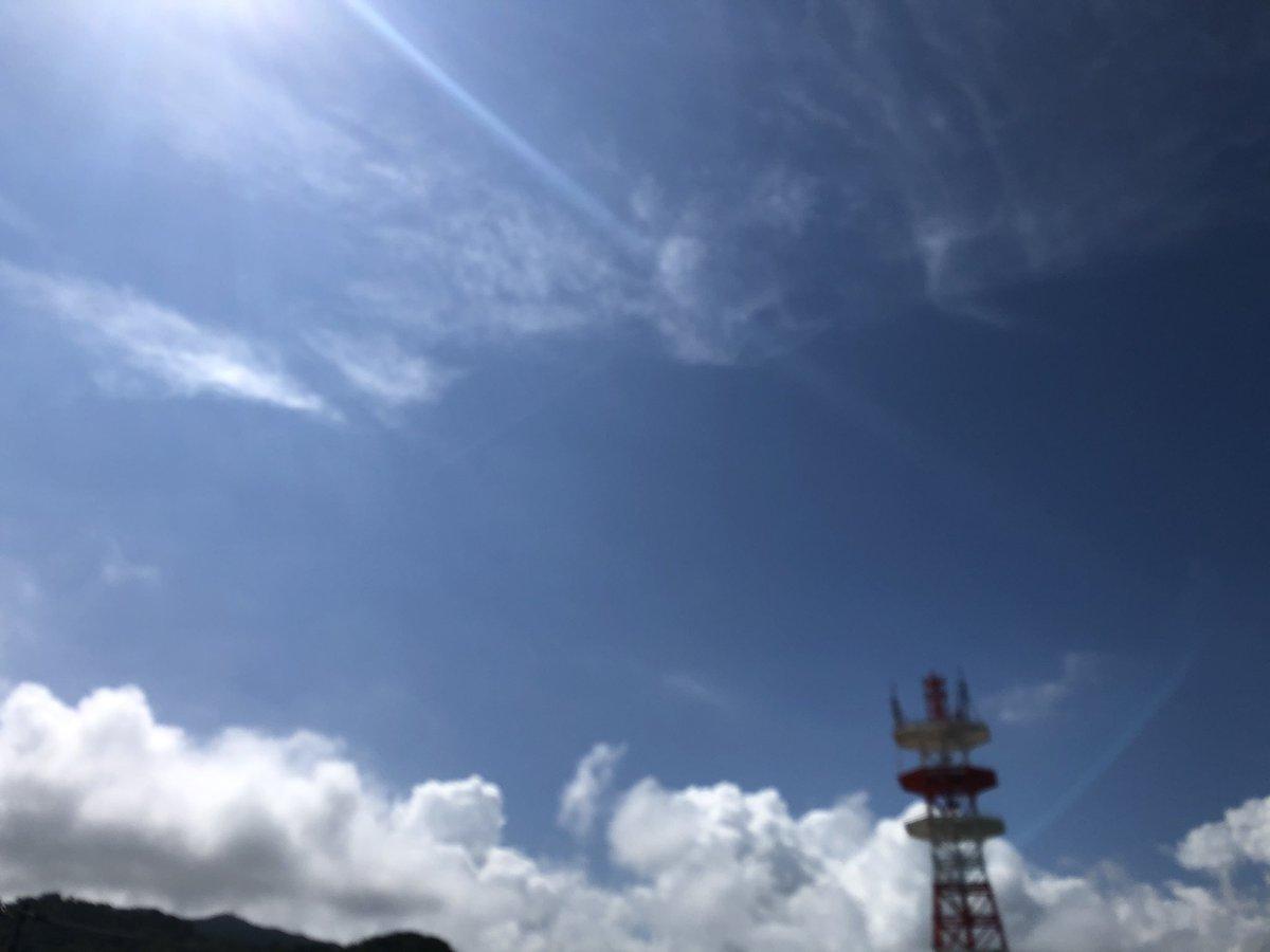 おはようございます😃 今日は青空です❗️ 金曜日です。今日も頑張っていきましょう❗️🤗  #イマソラ #一眼レフ #マクロ #写真好きな人と繋がりたい #カメラ好きな人と繋がりたい #ファインダー越しの私の世界 #その一瞬をカメラにおさめたい #風景写真 #my cats  #Ocean of Okinawa  #Beautiful beach