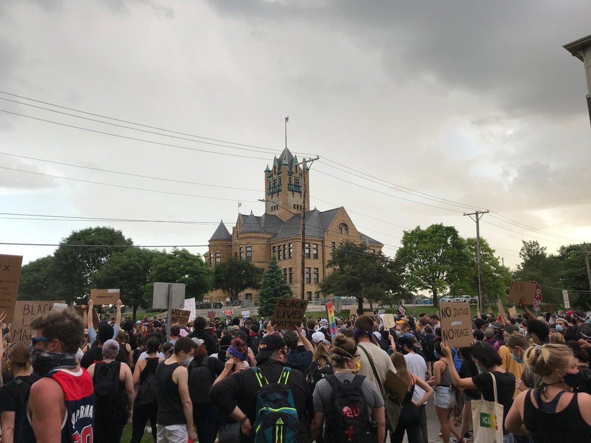 Student Climate Striker in Iowa City (@moogysmaszimo) on Twitter photo 05/06/2020 01:01:27