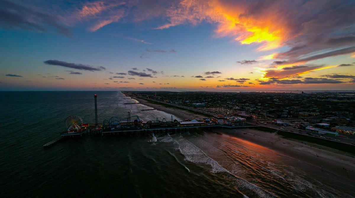 Goodnight Thursday 🌴🌅  Galveston, TX | June 4, 2020  #txwx #glswx #houwx #sunset #LoveGalveston #islandlife #stormhour #ThePhotoHour #photography #dji #dronephotography #drone #dronehour